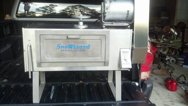 SnoWizard Snowball machine - $1200 (Pearl River)