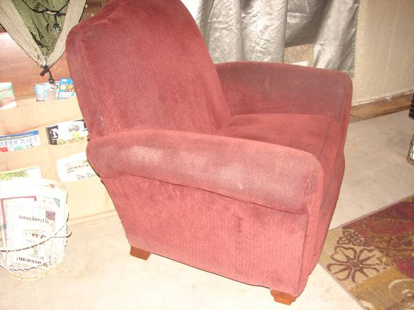 Dark red (mahagony), plush, La-Z-boy, recliner arm chair - $60 (new orleans)