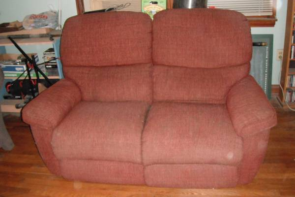 La-Z-Boy reclining love seat sofa - $75 (Riverbend)
