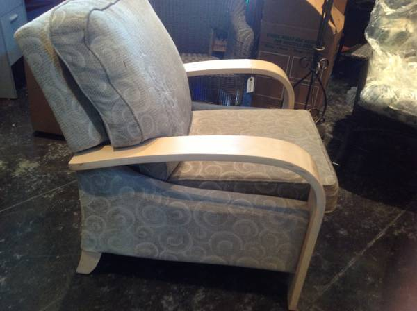 Disguised recliner Spacious Contemporary recliner by LA-Z-BOY - $40 (Mid-city next door to Home Depot)