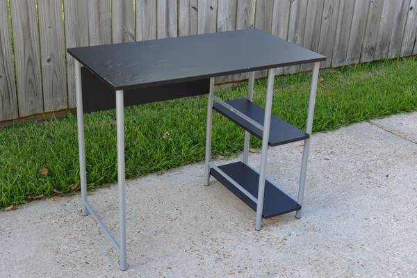 Mainstays Basic Student Desk - $15 (Metairie 70001)
