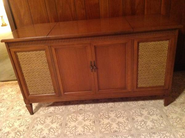 Vintage Stereo Cabinet with Fisher Turntable, Radio Speakers - $60 (New Orleans Lakefront)
