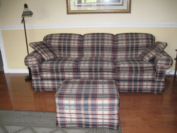 Lazy Boy Queen-size SleeperSofa2 Matching Pillows Ottoman - $250 (Covington)