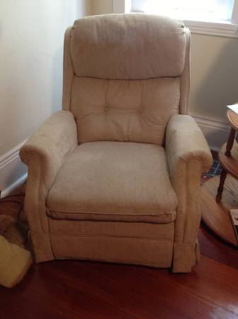 Neutral La-Z-Boy Recliner for sale - $50 (Uptown New Orleans)