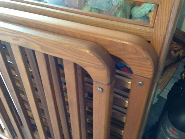 oak baby bed - $100 (Metairie )