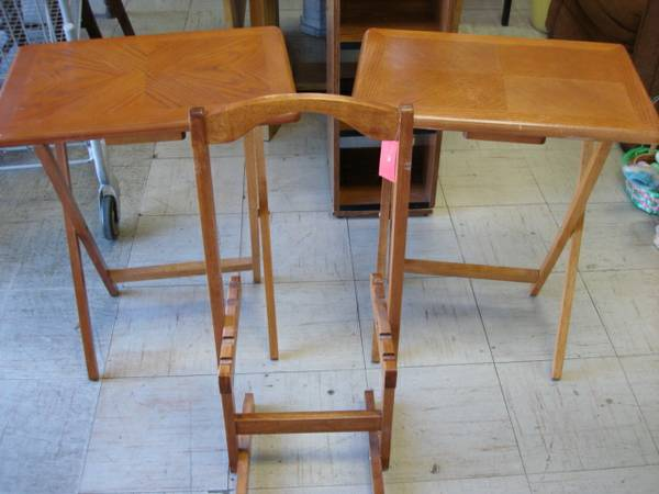 OAK WOOD FOLDING TV TRAY TABLES WITH STAND...GREAT CONDITION ($14.99 KENNER)