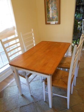 Butcher Block Table  Chairs - $225 (Mandeville, LA)