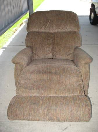 LA-Z-BOY RECLINER - $140 (KENNER)