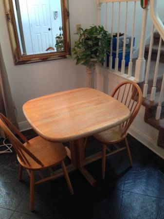 Butcher Block Dining Table w 2 Chairs - $65 (Uptown New Orleans)