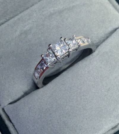 Beautiful Engagement Ring  1 15cts -   x0024 1500  Metairie