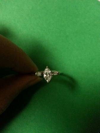 Like New 14k white gold Marquise Diamond Engagement ring size 7 -   x0024 800  Metairie
