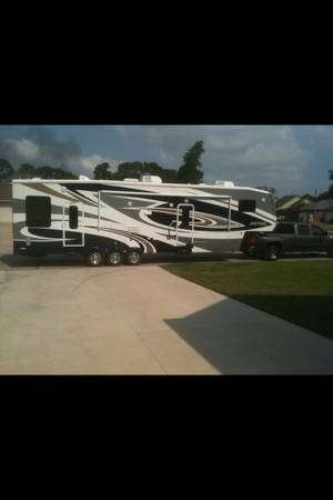 2011 keystone raptor 361LEV and Chevy dually -   x0024 64500  Norco  La