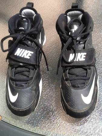 Nike football cleats - size 8.5 - $10 (Metairie )