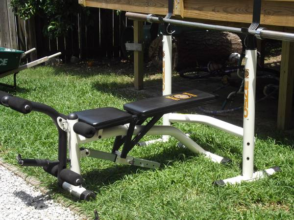 Weight Bench 300lbs in barbells45lb bar $300trade for .22 cal - $300 (Harahan, LA)