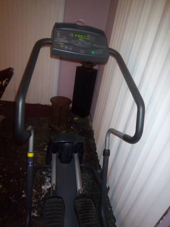 Precor Elliptical EFX 5.21si - commercial gym equipment. - $800 (Metairie)
