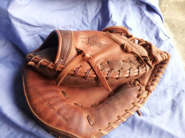 Nike Air Show Elite Baseball Catchers Mitt Glove 33.5  - $40 (metairie )