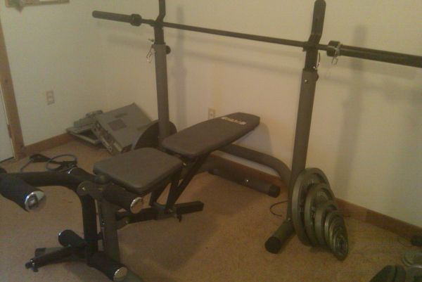 Weight bench w olympic weight set - $300 (Luling)