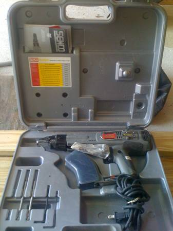 Senco Ds200-ac Duraspin Collated Screwdriver W Screws - $100 (New Orleans)