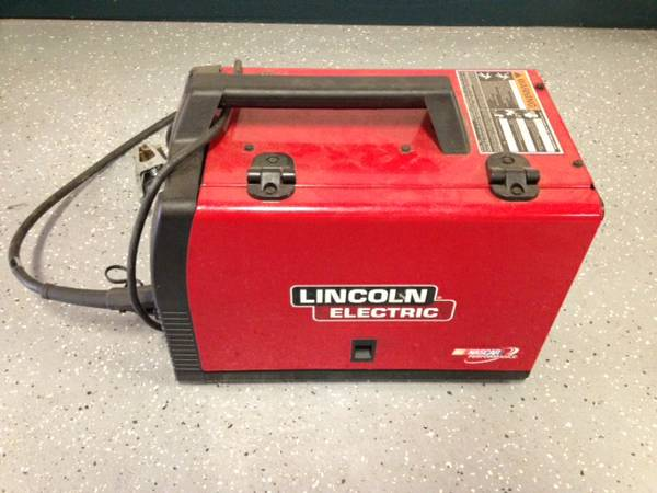Welder Lincoln Electric Weld Pak 140 HD Wire-Feed - $400 (Mid City)