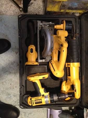 Dewalt 18V kit - $300 (Metairie)