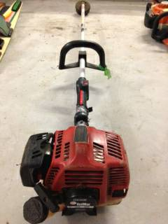 Red Max weedeater - $200 (Kenner)