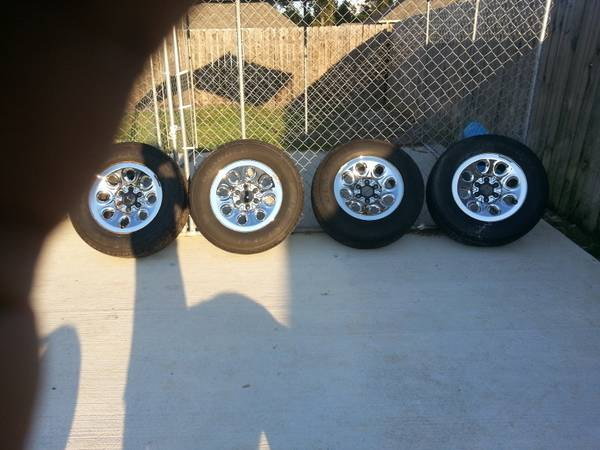 Chevy Silverado Factory Rims Tires For Sale - $750 (Ponchatoula, La.)