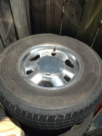 Gmc Chevy silverado Factory rims and tires - $120 (Nola)