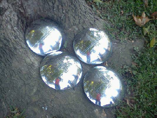 Classic Vintage hubcaps - $40 (Metairie)