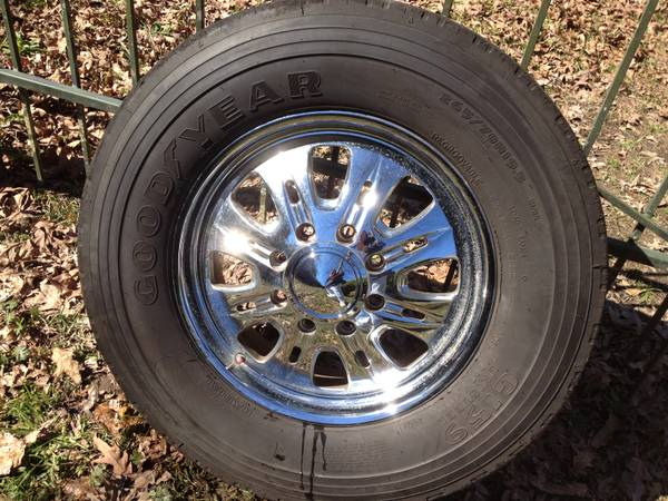 19.5 Dually Wheels and Tires - $1500 (Covington, La)
