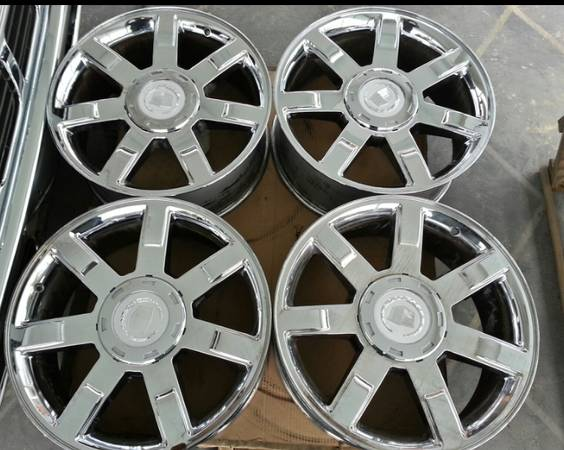 22 Chrome OEM Cadillac Escalade Wheels. - $800 (Chalmette, La)
