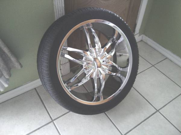 24 Viscera rims and tires 30535R24 - $1000 (kenner)