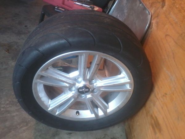 17 06-09 mustang v6 rims with drag radial - $450 (metaire)