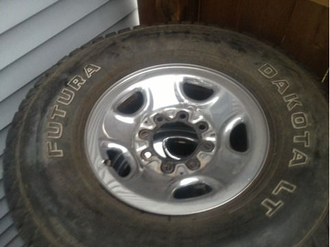 2006 chevy chrome 8 lug rims - $250 (paradis)