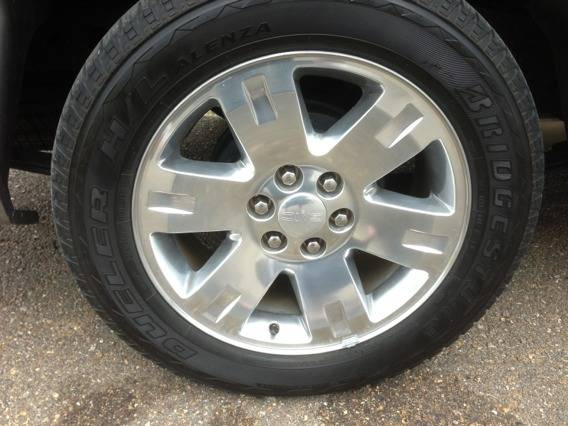 20 inch gmc factory rims and tires (Northshore )