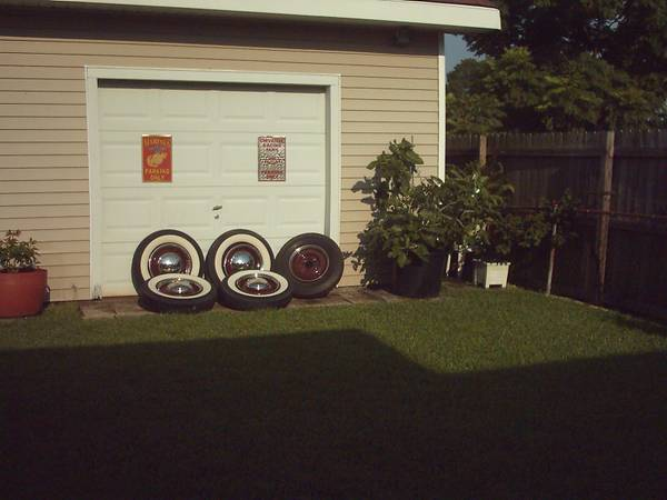 5 Ford 16 inch rims wwhite tires - $400 (Metairie)