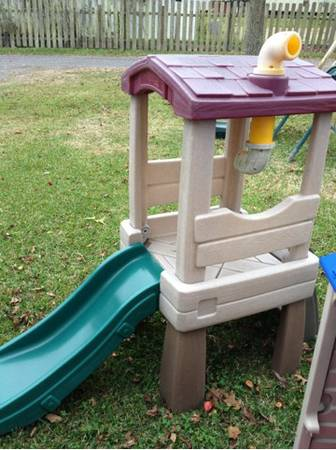 Step 2 Clubhouse with slide - $40 (LaPlace)
