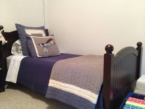 Pottery Barn Kids TWIN Bedding - $150 (Lakeview)