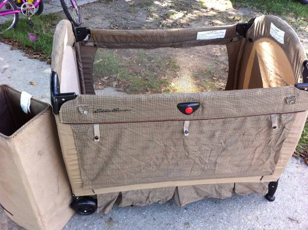 Solid oak baby bed with mattress - $100 (Kenner)