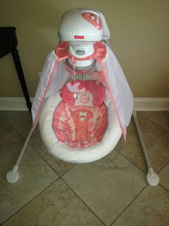 Fisher Price Deluxe Cradle Swing - Coral Floral - $75 (Chalmette)