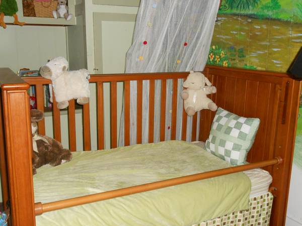 Pottery Barn Crib  Toddler Bed Like New   - $300 (New Orleans )