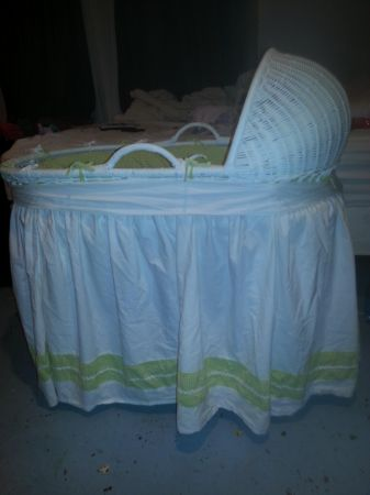 baby bassinet girl or boy - $80 (metairie)