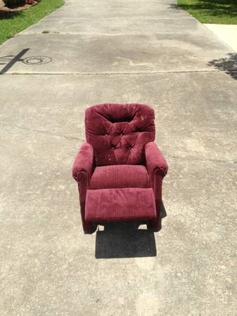 Childrens La-Z-Boy Chair Recliner - $30 (Mandeville or Metairie)