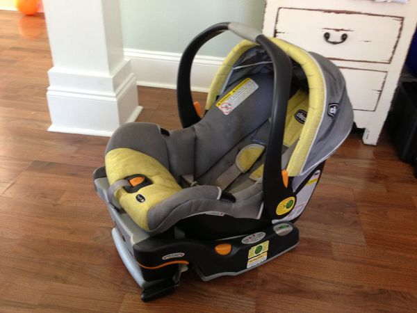 Chicco Keyfit 30 Carseat with Extra Base - $80 (Lakeview, New Orleans)