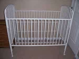 metal baby crib jenny lyne, wood changing table - $40 (new orleans)