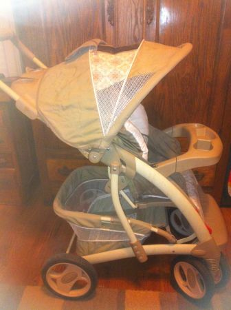 Graco Stroller Quattro Tour Marlowe model 7B10MLW3 beige - $50 (Lakeview New Orleans)