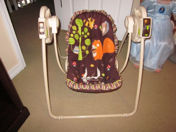 GREAT Baby Items - Bassinet, Travel Swing, Bedding Set, Rock N Play (Algiers)