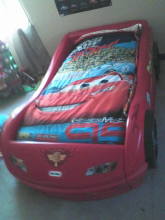 lightning mcqueen toddler car bed w matress 504-628-1829 - $150 (kenner)