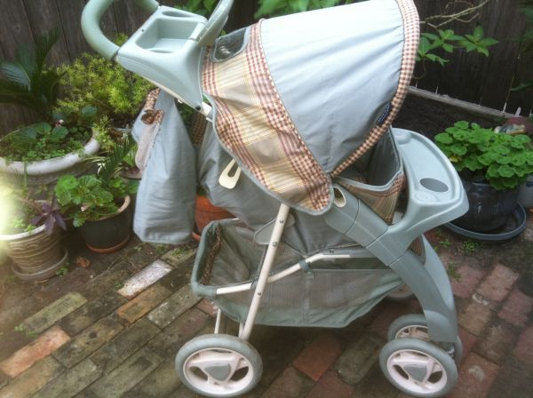 Graco comfort tracker STROLLER pale green - $35 (New Orleans Lakeview)