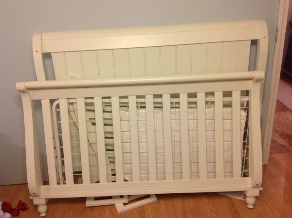 Bed bed with changing tabledresser - $300 (Meraux)