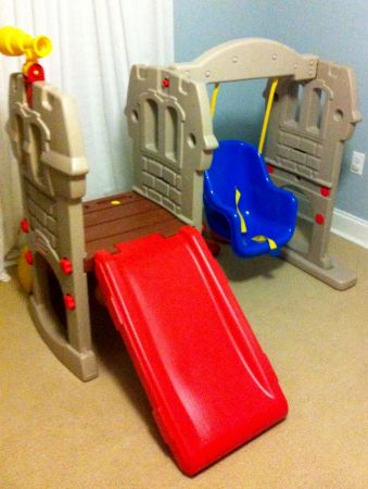LITTLE TIKES PLAYSET excellent condition - $90 (New Orleans)